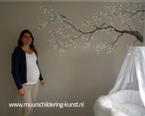 Muurschildering babykamer bloesemtak