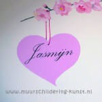 muurschildering naam in sierletters in hartje